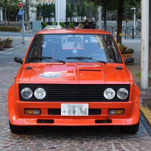 イタリア街のフィアット 131 アバルト ラリー