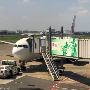ちょっと大変だった初めてのミャンマー旅行 /  Vol.1 JALダイヤモンドプレミアラウンジ&日本航空 JAL909 羽田 – 那覇 搭乗記