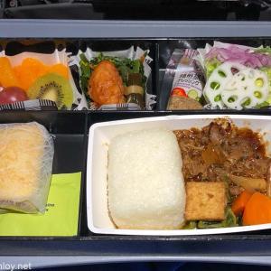 フィリピン随一の楽園ボラカイ島に行ってきた / Vol.3 フィリピン航空 PR423 羽田 – マニラ エコノミークラス 搭乗記〜予想外に機内食美味しい〜