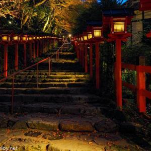 GO TO トラベルを使って秋の京都へ! / Vol.6 夜の貴船神社はライトアップで綺麗なんだけどひっそりと静かだった、、、「貴船 べにや」で京懐石を頂く