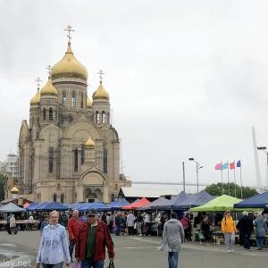 S7(シベリア航空)に乗って2時間半で行けるリトルヨーロッパ!ウラジオストクへ行ってみた /  Vol.10 ウラジオストクの週末限定市場が面白かった!野菜からロシア版ファストフードまでなんでもあるぞ!