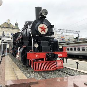 S7(シベリア航空)に乗って2時間半で行けるリトルヨーロッパ!ウラジオストクへ行ってみた /  Vol.13 100年を超える歴史あるウラジオストック駅舎は必見〜シベリア鉄道東の起点の標識とSLを間近で見るにはガイドが必要〜