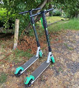 夏日ウィーク、レンタル電動スクーターで遊ぶ