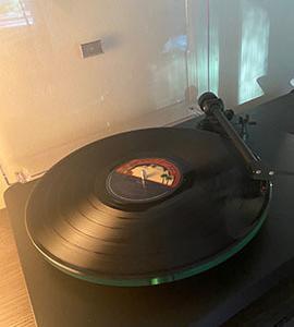 コロナ禍中のダディらいらいのお楽しみ、レコードに夢中❤︎