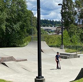 曇り/晴れ、雨じゃ〜ないから強制スケートパーク!木曜日。