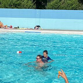 らいらい50歳BDトリップ、ボーズマン夏のアクティビティ:プール