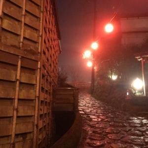 梅雨!しかし石畳みの温泉街は風情が増すのです
