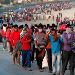 22名以上の出稼ぎ労働者が田舎へ戻る途中に死亡:インド全土封鎖中
