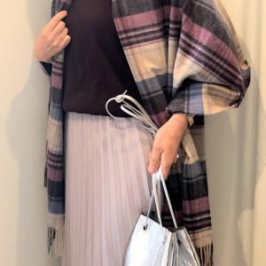 ロングプリーツスカートと ライダースジャケットと カシミアストール