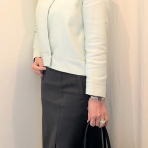ロングタイトスカートと綺麗色のジャケットのコーデ