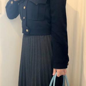 ロングプリーツスカートのコーデ ショート丈のジャケット合わせ