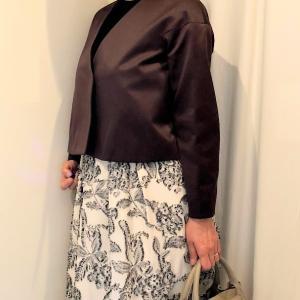 ジャガードスカートと変形ジャケットのコーデ