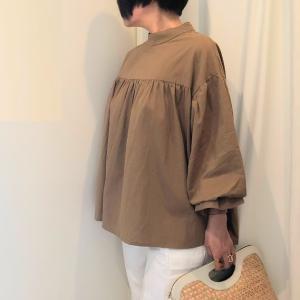 盛り袖で上半身が映える! バルーン袖のコーデ
