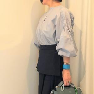 ロングタイトスカートとボリューム袖のコーデ