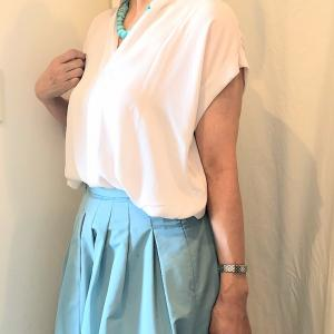 マルティニークの フレアスカートの甘いコーデ