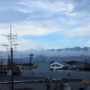 晴れ間の西の山々(大山、丹沢)