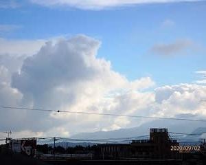 9月の西の夕方の空模様、