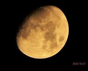 月齢10.3 まん丸に近くなった月の姿