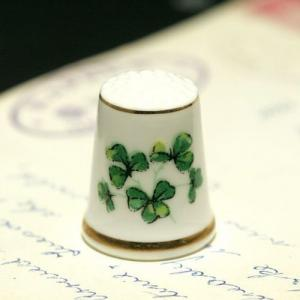 イギリス 幸せのクローバー 英国陶製シンブル(指貫)など4点新着アップいたしました