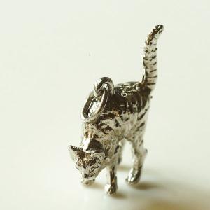 英国 シルバー 怒っている猫 ラッキーキャット アンティークチャーム ペンダントトップ