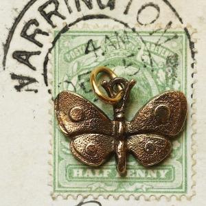 英国 シルバー 刻印STER幸運を招く 蝶アンティーク ヴィンテージチャーム アクセサリー