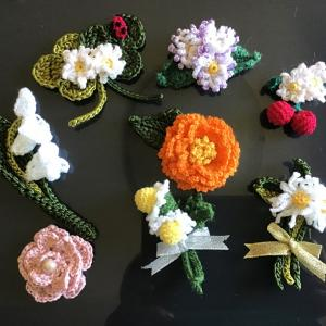 カギ針編みでお花のコサージュ❣️