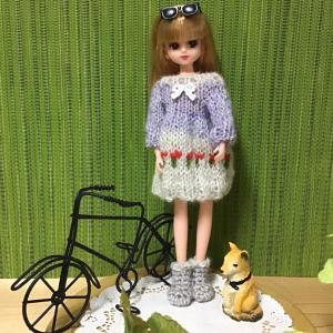 リカちゃんお花の編み込み模様がポイントのお洋服❣️