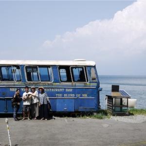 束の間の夏休み〜廃バスと元海の家を改装した最高すぎる空間・The Old Bus @沼津