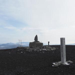 頂上の景観 ・地球に残された最後の人のような気分を味わえました(富士山水ヶ塚公園車中泊Ⅵ その9)