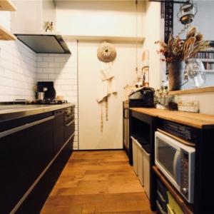 キッチンに吊り戸棚は必要なし!スッキリ見せる収納術まとめ