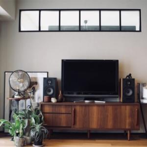 低価格で機能的。LOWYAロウヤで見つけたテレビボード