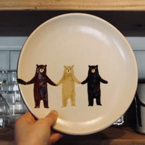 やちむん通りのおすすめヤッチとムーン。沖縄でしか買えない熊のうつわ探し