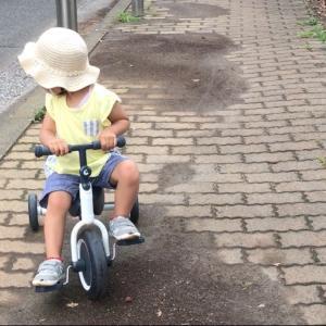 三輪車とチョロQ
