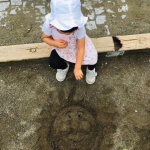 砂場にもアンパン