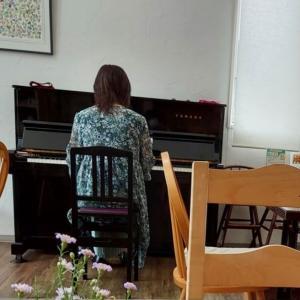 ソロピアノBGM演奏でした♪@おむすびcafe粒さん