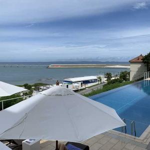 沖縄での初日の宿泊はこちらでは珍しい温泉が楽しめる「瀬長島ホテル」源泉露天風呂付按司の間