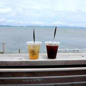 沖縄海中道路「海の駅 あやはし館」隣接「サンスタッシュコーヒー ベイ(Sunstache Coffee ,Bay)」でいっぷく