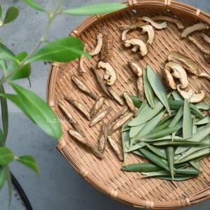 うさぎのおやつに「オリーブの葉」を乾燥させる