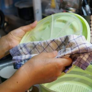 食器洗いは水洗いだけで洗剤代や水道代を節約する方法