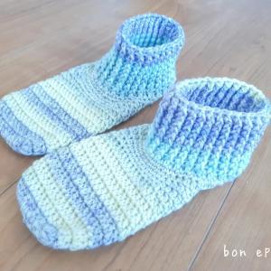 足首まであったかぬくぬく♡色違いで編んでみました。生徒作品展で販売しますね~♪