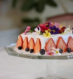 エディブルフラワーでお誕生ケーキ