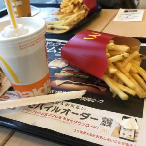 今日はマックで昼食