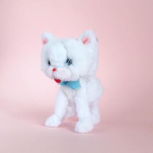 白猫のぬいぐるみ