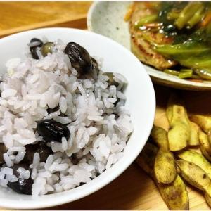 市場にはあまり出ない、黒枝豆。現地の人オススメの調理方法