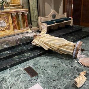 テキサスにある大聖堂で歴史的なキリスト像が斬首される