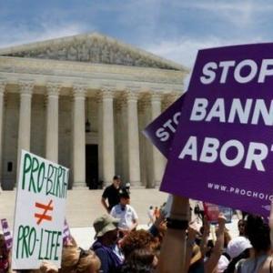 米テキサス州の中絶禁止法、「賞金稼ぎ」が議論の的に(CNN)