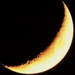 月齢4.0 月模様(大きくなった三日月)