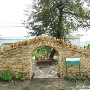 『英国式石積み製法で作られたヒーリング ガーデン』