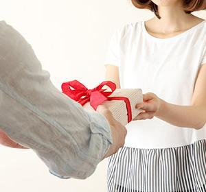 交際に入った女性にプレゼントは有り?