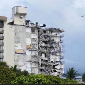 フロリダ南端、マイアミのマンション崩壊に言葉を失う